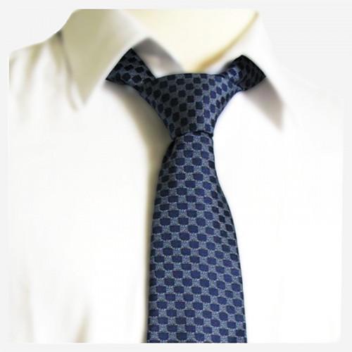 Cravate bleue en soie